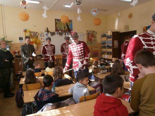 Гвардейци влязоха в класната стая