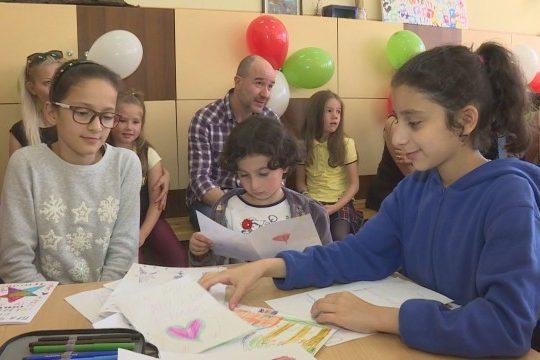 Първокласници с дарение за свои връстници от Сирия