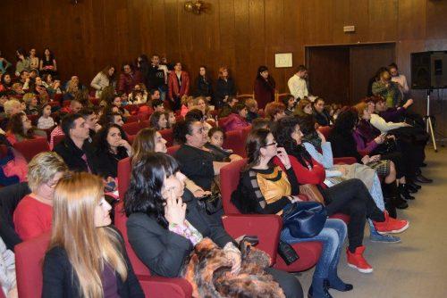 """""""Да изплетем топлина"""" Благотворителен концерт в подкрепа на нашия съгражданин Пеньо Пенев"""