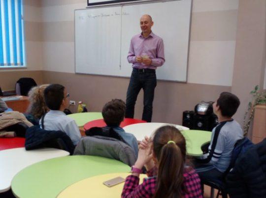 """Вече втора година ОУ """"Димитър Петров""""-Сливен работи по Проект """"Научи се да даряваш"""""""
